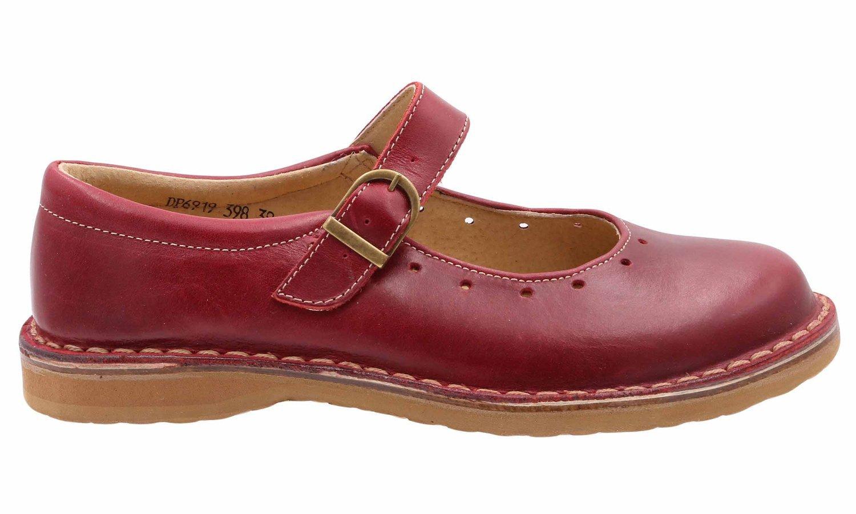 Buty damskie powinny pasować do okazji, ubrania, a nawet stylu życia, dlatego każda kobieta ma wiele par butów, które mogą się przydać. Na zajęcia z fitnessu czy do uprawiania hobby przydadzą się damskie buty sportowe, zwykle wiązane i wykonane z przewiewnych tkanin oddychających.
